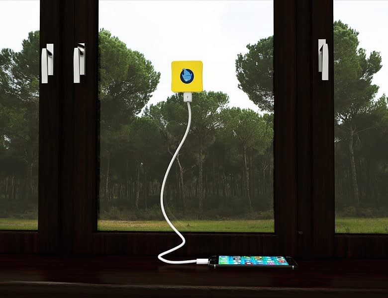 Solar-Charger-With-Ultra-High-Capacity-Battery