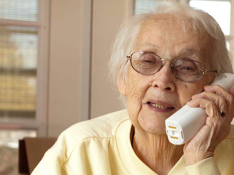 nonna al telefono